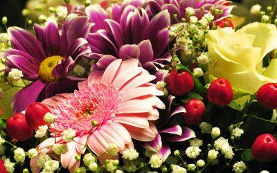 ¿Cómo se hacen las coronas de flores funerarias?