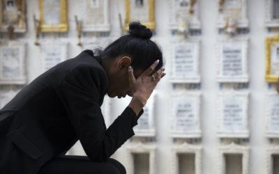 Cómo afrontar la muerte de un familiar cuándo no hay funeral ni despedida